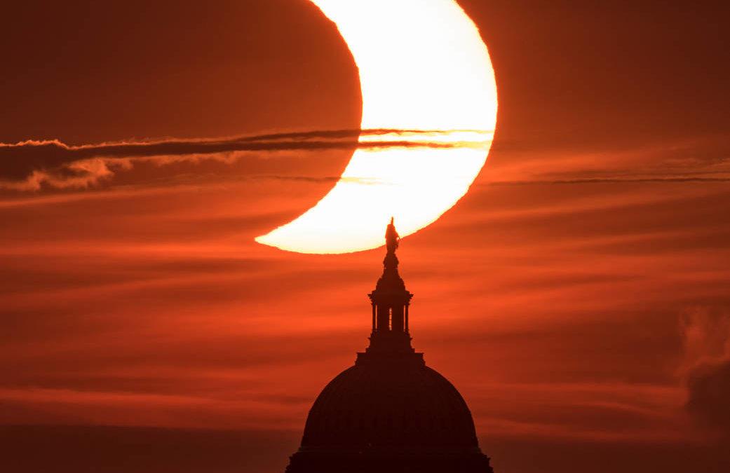 """Eclissi solare del 10 giugno 2021: """"anello di fuoco"""" o """"bacio rubato"""""""