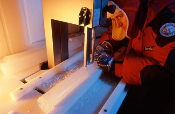 Le carote di ghiaccio termometri affidabili per prevedere le variazioni di temperatura